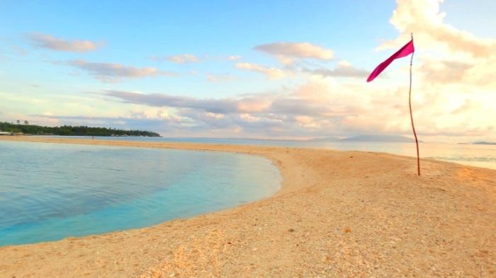 Higatangan Island sandbar, after the sun has risen, Biliran, Visayas, Philippines