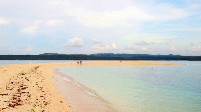 Some trash line Higatangan Island sandbar, Biliran, Visayas, Philippines