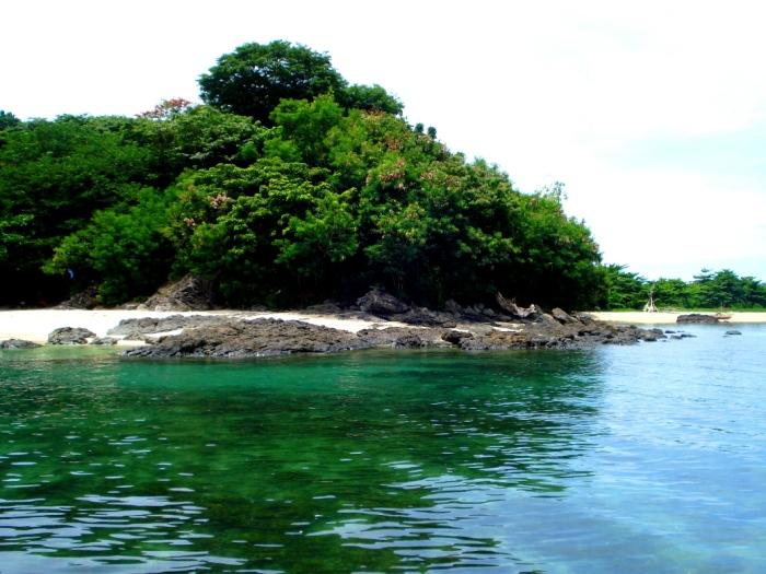 approaching olotayan island