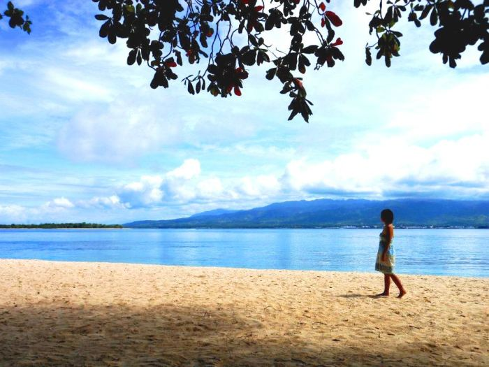 walking along sta. cruz beach in zamboanga
