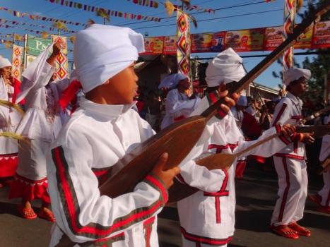 Dancer, Damulog contingent (Manobo and Dungoanon tribes), Kaamulan Festival Streetdance 2013, Malaybalay, Bukidnon, Mindanao, Philippines