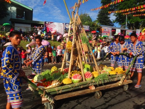 Valencia contingent (Bukidnon and Pulangibon tribes), Kaamulan Festival Street dance 2013, Malaybalay, Bukidnon, Mindanao, Philippines