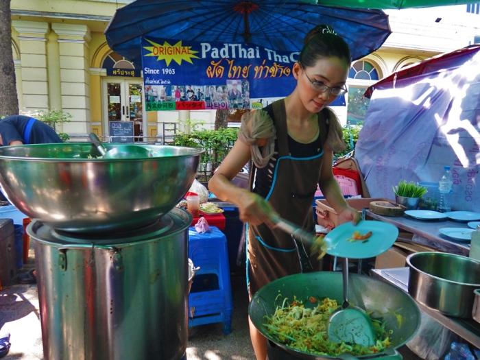 best pad thai in thailand, The Original Pad Thai at Tha Chang Pier, near grand palace, bangkok, cooked by Maneerust Phongprom