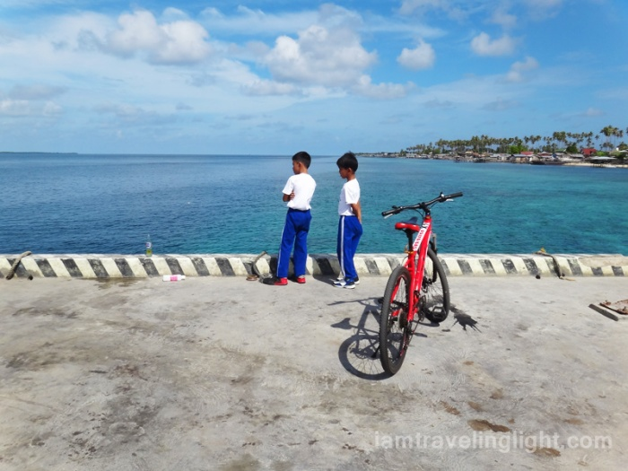 children waiting at Sibutu port, Tawi-tawi, Philippines