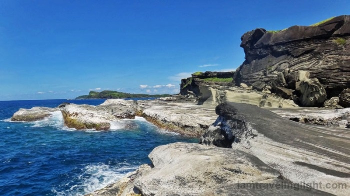 biri-rock-formations-northern-samar-waves-pounding-on-rocks-by-the-sea