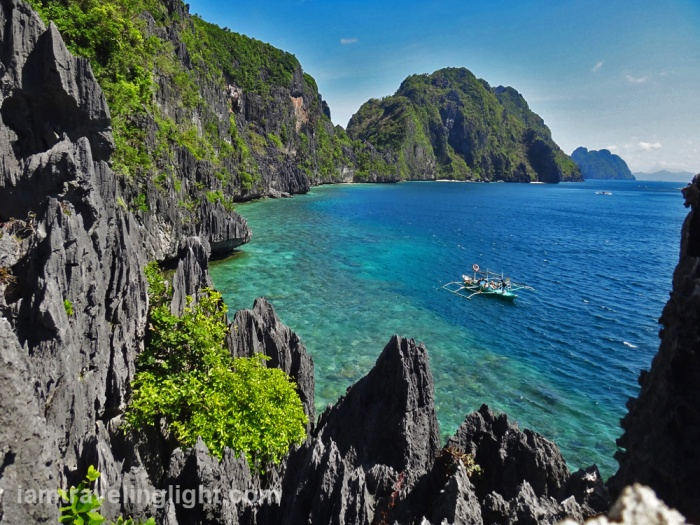 palawan-el-nido-view-from-cliff-in-matinloc-shrine-area