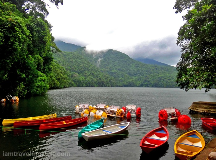 sorsogon-bulusan-lake-colorful-kayaks-mountains