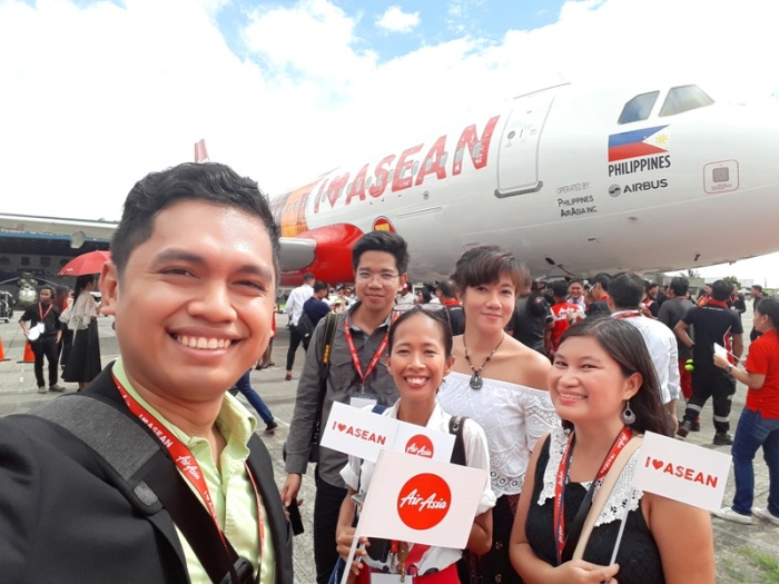with fellow bloggers, Southeast Asia, ASEAN 50 years anniversary, livery, AirAsia plane, I love ASEAN plane