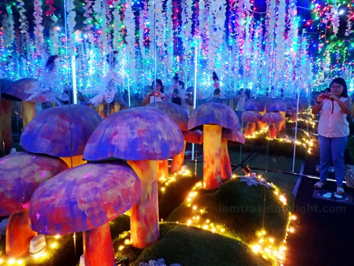 Enchanted Room, fairytale, toadstools, flowers, other angle, Vast Imaginarium Mirror Rooms, illusion, Capitol Commons, Pasig, Ortigas.JPG