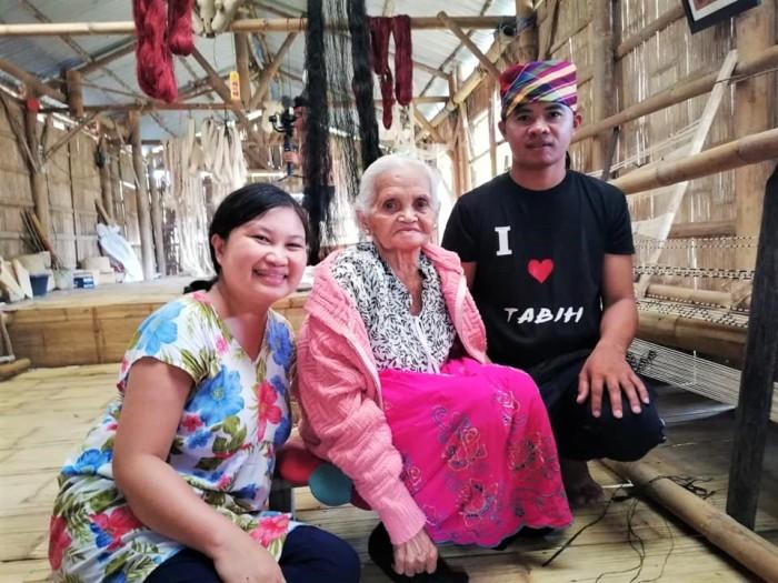 Group photo with Fu Yabing Masalon Dulo, master weaver, Gawad Manlilikha ng Bayan GAMABA awardee, Blaan indigenous tribe