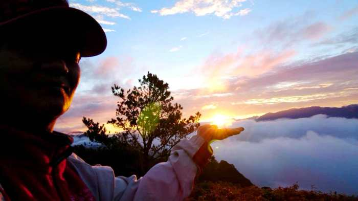 Holding the sun, sunrise, white sea of clouds, mountains, Marlboro Hills, Sagada