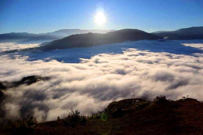 Sunrise, white sea of clouds, mountains, Marlboro Hills, Sagada